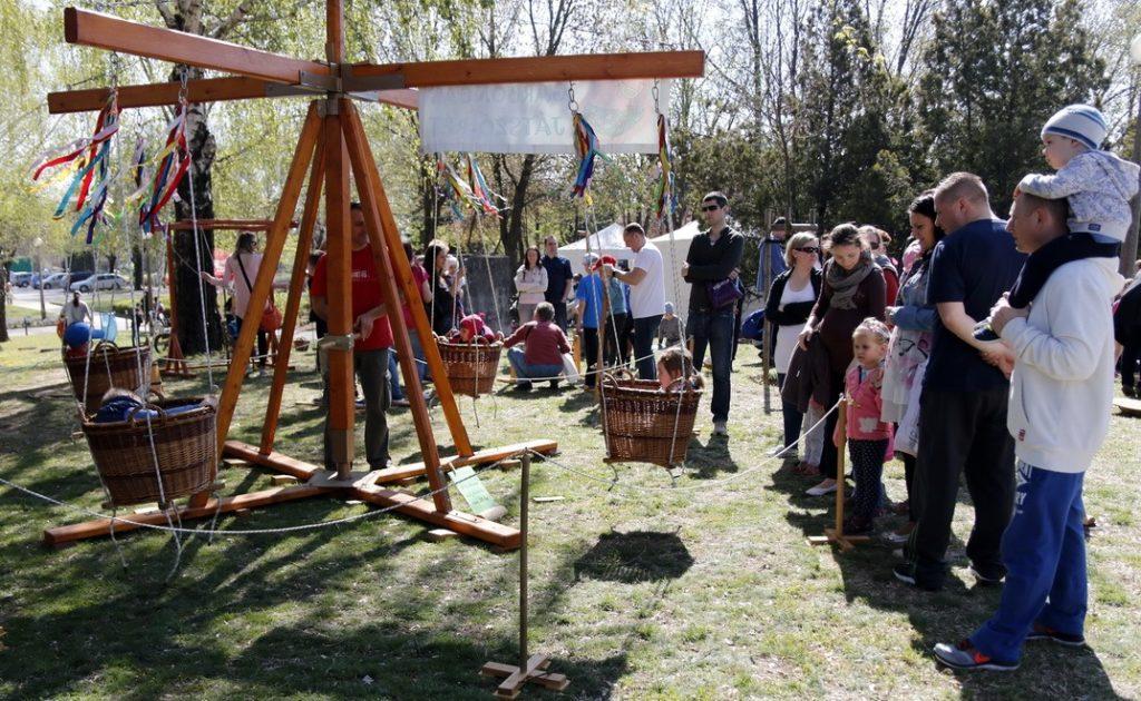 A Garboncás Játszó-rétnek is nagy sikere volt a családi napon. Fotó: Molnár Gyula/Paksi Hírnök archív