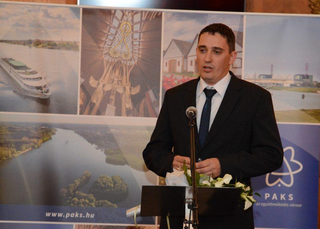 Péger János a díj átvétele után köszönetet mondott a családjának, a kollégáinak, vezetőinek és a város vezetésének. Fotó: Szaffenauer Ferenc/Paksi Hírnök