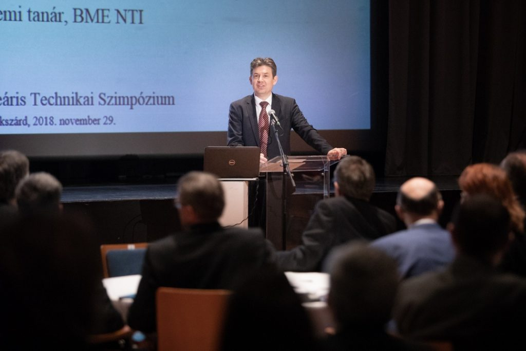 Dr. Aszódi Attila államtitkár a Paks II. projekt aktualitásait ismerteti a Magyar Nukleáris Társaság Nukleáris Technikai Szimpóziumán.