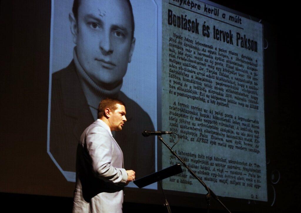 Dr. Hanol János tartott várostörténeti előadást. Fotó: Molnár Gyula/Paksi Hírnök