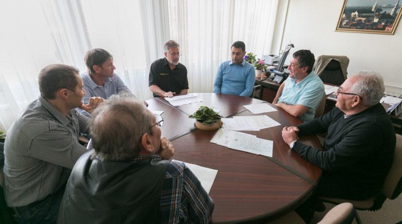 Vállalkozók a jegyzői irodában. Fotó Kövi Gergő/Paksi Hírnök