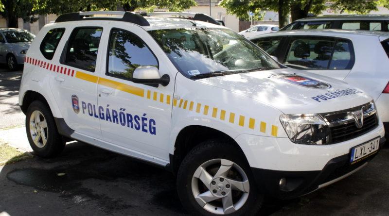 A polgárőrség új autójának feliratozása már elkészült. Fotó: Molnár Gyula/Paksi Hírnök
