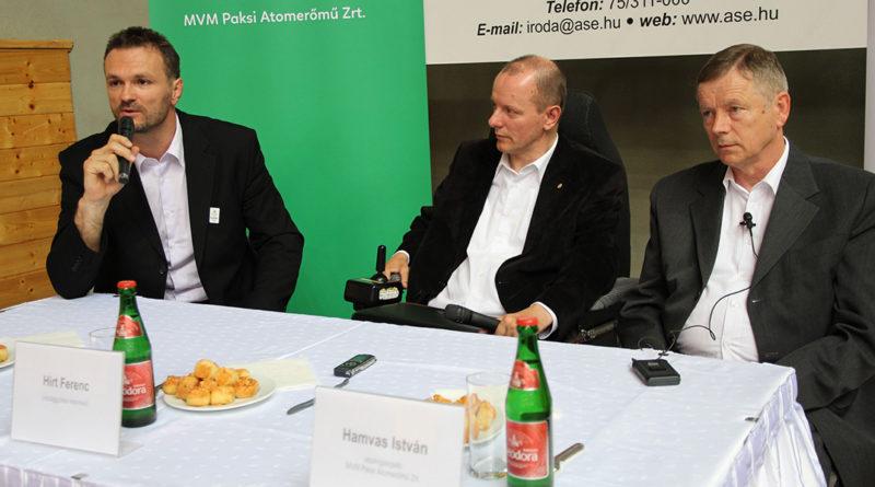 Dr. Kovács Antal, Hirt Ferenc és Hamvas István. Fotó: Vida Tünde/Paksi Hírnök