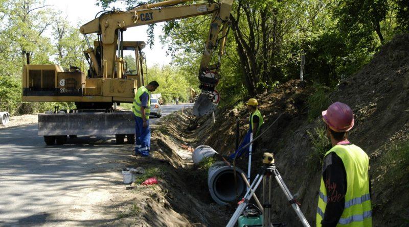 A Hőgyész-Dombóvár összekötő úton már zajlik felújítási munka. Fotó: Tolna Megyei Önkormányzat