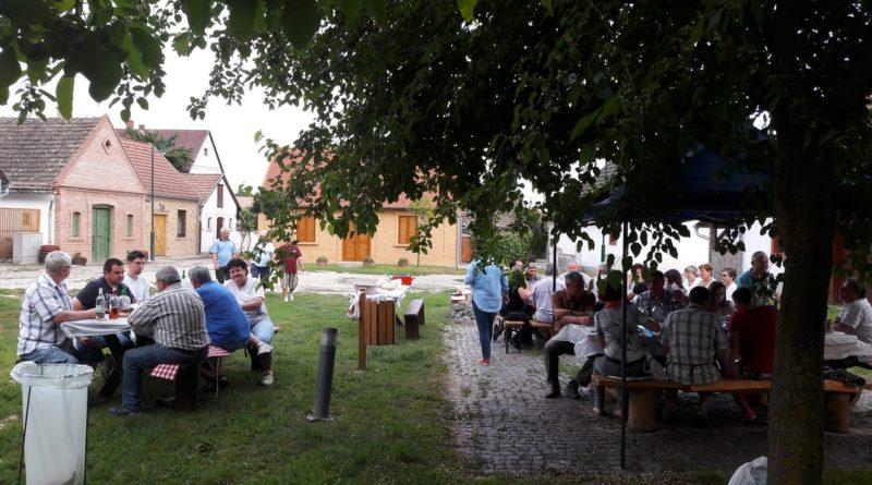 Alapításának 15. évfordulóját ünnepelte a Sárgödör téri Présháztulajdonosok Egyesülete. Fotó: dr. Hanol János