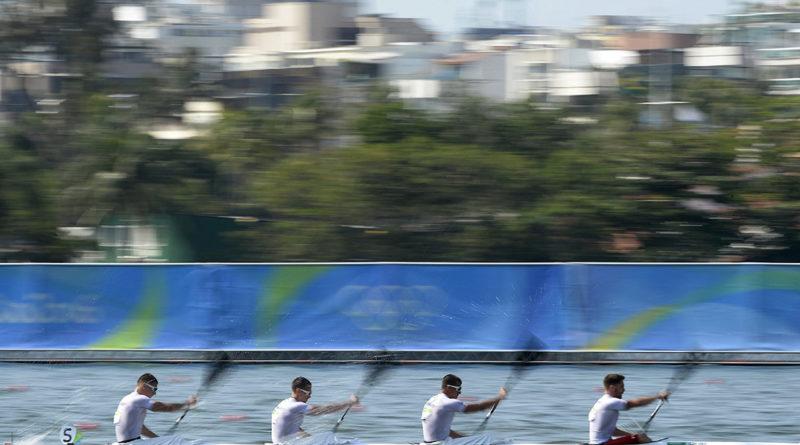 Elöl Hufnágel Tibor, mögötte Ceiner Benjámin, Kugler Attila és Somorácz Tamás a férfi kajak négyesek 1000 méteres versenyének előfutamában a Rio de Janeiró-i nyári olimpián a Rodrigo de Freitas Lagúnában 2016. augusztus 19-én. A kvartett az ötödik helyen végzett, így a később sorra kerülő középfutamba jutott. MTI Fotó: Kovács Tamás