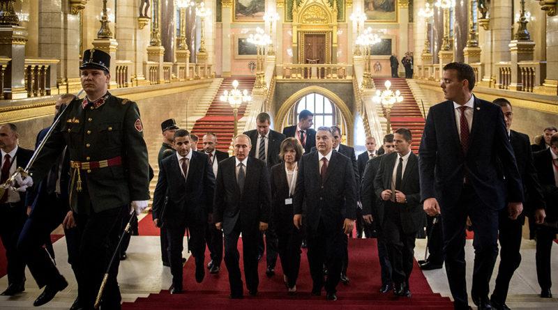 Vlagyimir Putyin és Orbán Viktor a Parlamentben. Fotó: Árvai Károly/kormány.hu