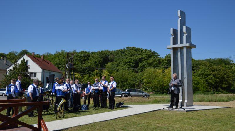 Az emlékművet tavaly avatták fel Dunakömlődön a Kereszt-völgyben. Fotó: Szaffenauer Ferenc/Paksi Hírnök
