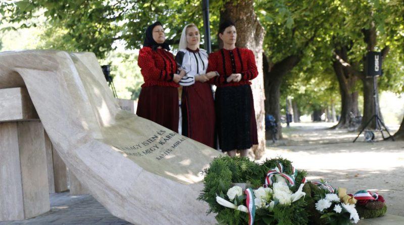Megemlékezés a nemzeti összetartozás napján. Fotó: Molnár Gyula/Paksi Hírnök archív