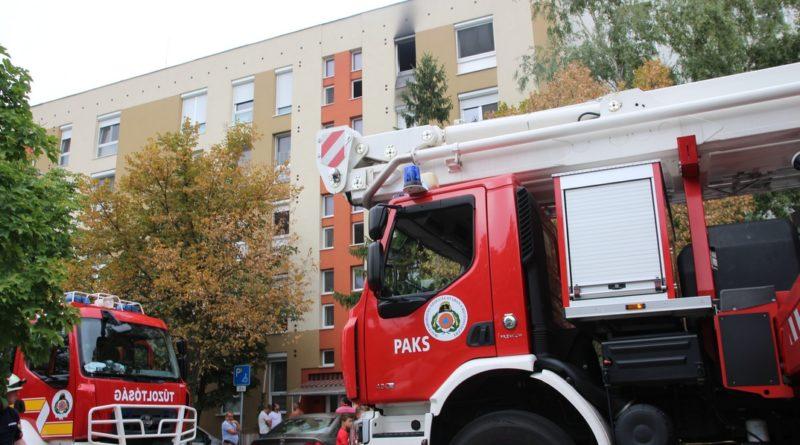 A negyedik emeleti lakás konyhájában csaptak fel a lángok. Fotó: Vida Tünde