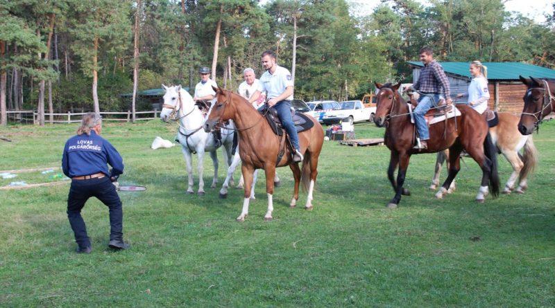 Lovak és lovasok gyakorlati vizsgája. Fotó: Vida Tünde