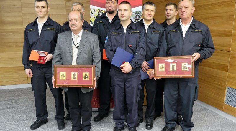 Az állomány elismerésben részesített tagjai. Fotó: Vida Tünde