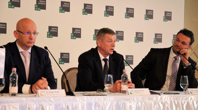Dr. Zsuga János, Hamvas István és dr. Kovács Antal a budapesti sajtótájékoztatón. Fotó: Vida Tünde