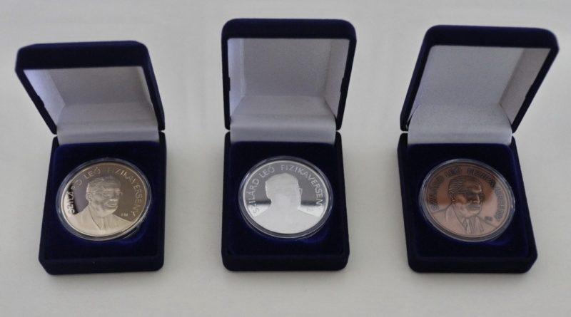 Ezek az érmek is emlékeztetik majd a helyezetteket az általuk elért szép eredményre. Fotó: Molnár Gyula/Paksi Hírnök
