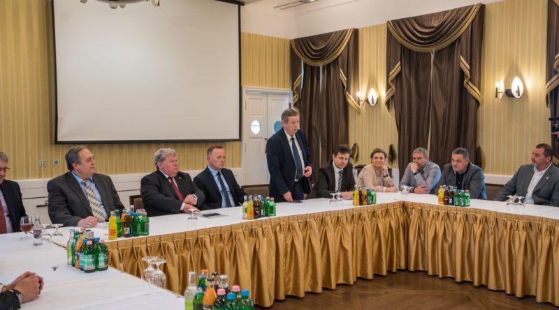 Hamvas István vezérigazgató köszöntötte a tanácskozás résztvevőit. Fotó: Babai István