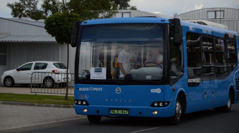 Az idei múzeumok éjszakája rendezvényen ki lehetett próbálni elektromos buszokat. Fotó: Szaffenauer Ferenc/Paksi Hírnök/illusztráció.