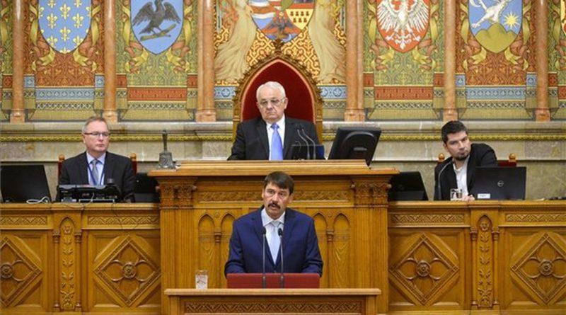 Áder János köztársasági elnök felszólal a Nemzeti Éghajlatváltozási Stratégiáról szóló vitában az Országgyűlés plenáris ülésén 2018. október 2-án. MTI Fotó: Soós Lajos