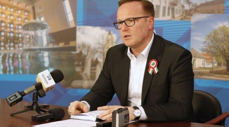 Szabó Péter, Paks polgármestere a sajtótájékoztatón. Fotó: Molnár Gyula/Paksi Hírnök
