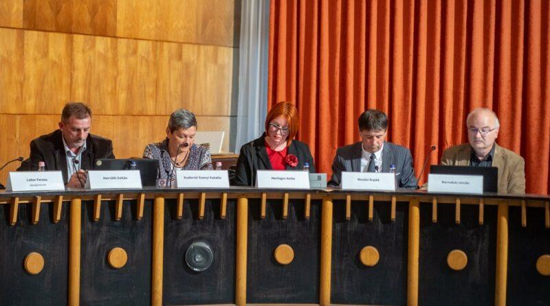 A Paksi Deák Ferenc Egyesület képviselőcsoportja egy korábbi testületi ülésen. Fotó: Babai István/Paksi Polgármesteri Hivatal/archív felvétel
