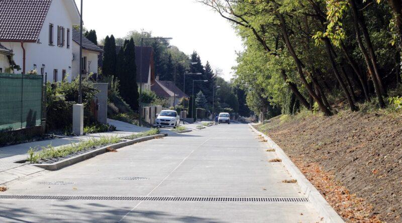 A Kömlődi utca. Fotó: Molnár Gyula/Paksi Hírnök